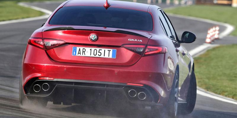 alfa romeo offers no manual guilia